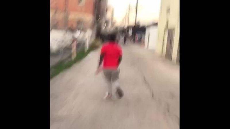 There's nothing scarier than the sound of balloons popping (Nigga Vine)