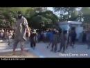 Видео казни человека, которому большим мечом отрубают голову